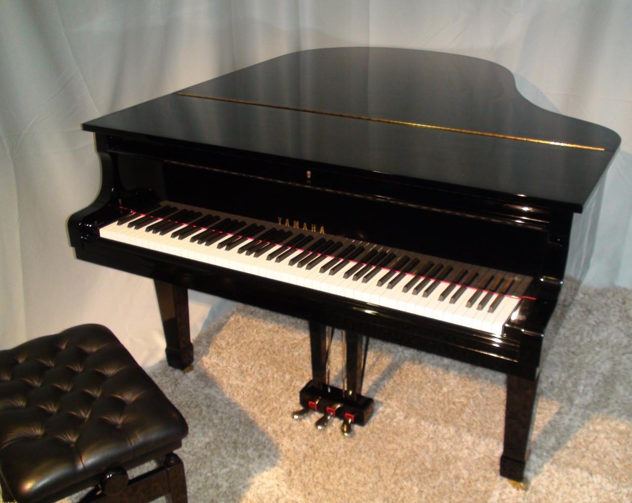 banc piano good cuisine avec piano elegant hotte de cuisine angle luxury cuisine en angle banc. Black Bedroom Furniture Sets. Home Design Ideas