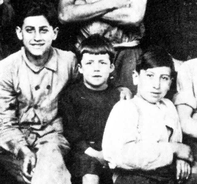 Albert Camus à 7 ans en tablier noir