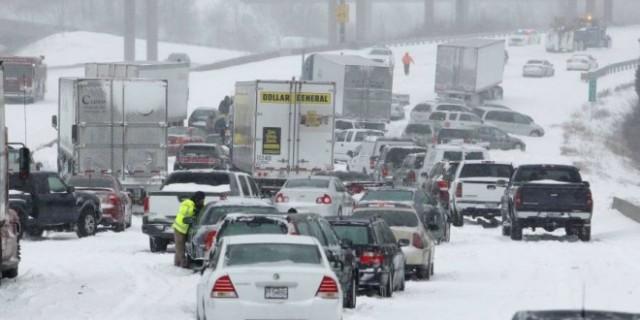 Alerte à la neige et au verglas en France jusqu'à vendredi