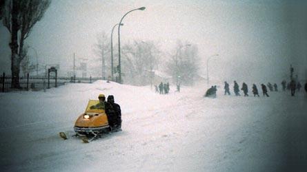 4/03/01971, les motoneiges dans les rues de Montréal