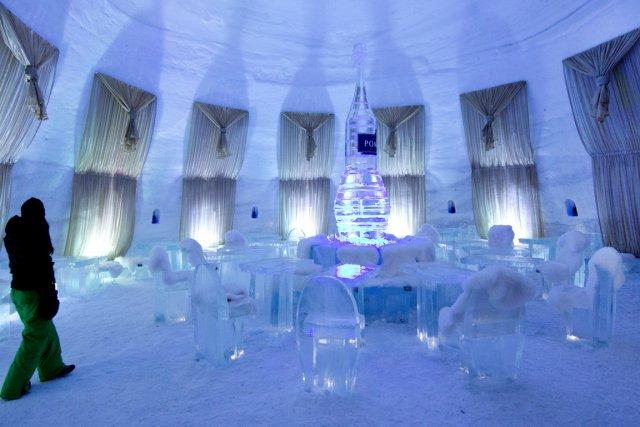 l'une des salles de restaurants de l'hôtel de glace 2014