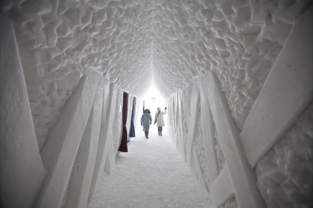 couloir de sortie de l'hôtel de glace