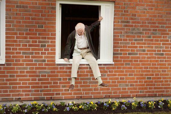 le vieux qui s'évade de sa maison de retraite le jour de ses 100 ans - image du film qui devrait sortir en mai 2014