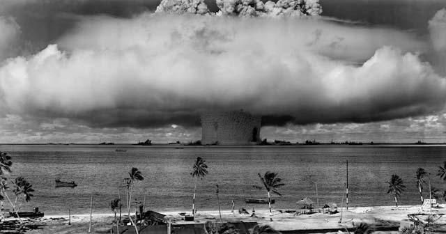 le petit paradis de l'île de Bikini détruit par un essai atomique