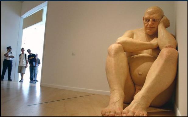 Les humains ont honte de leur corps sans fourrure et c'est pour ça qu'ils le cachent dans des peaux artificielles - sculpteur australien Ron Mueck