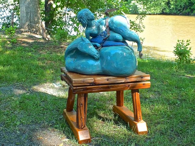Fiouf, la sculpture a trouvé sa place sans dommage - T-Bear