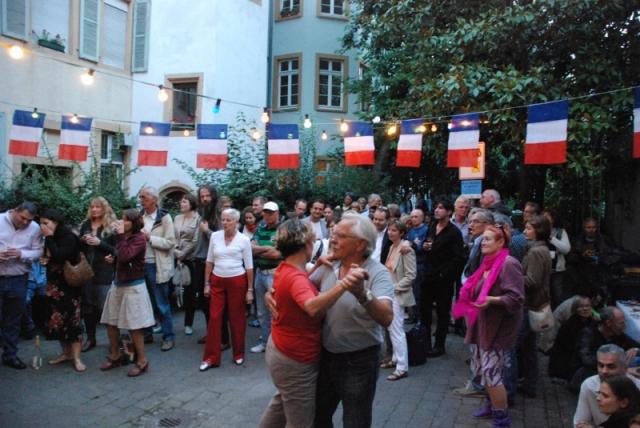 bal populaire du 14 juillet non moins traditionnel mais tellement plus sympathique !!!