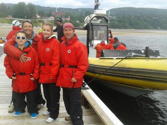 Les cousin(e)s de France partant pour la chasse à la baleine à Tadoussac.