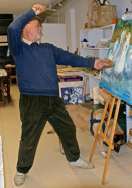 T-Bear parodiant le délire de l'artiste. Le tableau est de Béatrice ou Véronique, il ne s,en souvient plus très bien - Photo Lucie B.