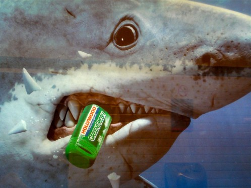 affiche-metro-Hollywood-chewing-gum-requin