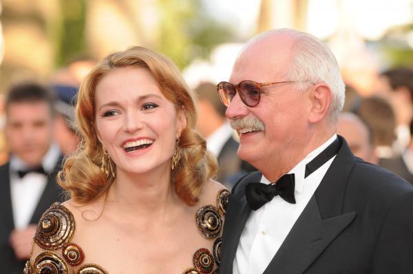 Voici encore le père et la fille 16 ans plus tard, recevant un prix en 2010 au festival de Cannes