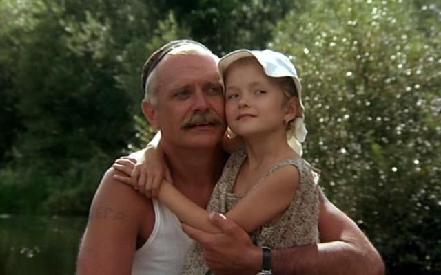 Nikita Mikhalkov avec sa 2e fille, Nadiejda qui joue avec lui dans Soleil trompeur