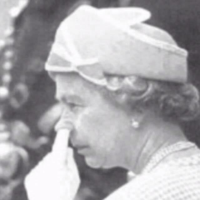 Signal sexuel émis inconsciemment par la Reine ?