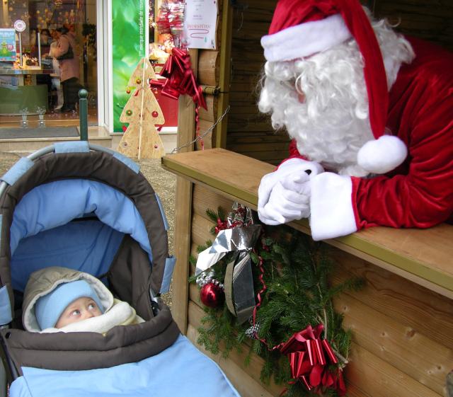 T-Bear en Père Noël fait briller les yeux des enfants - Archives 2010