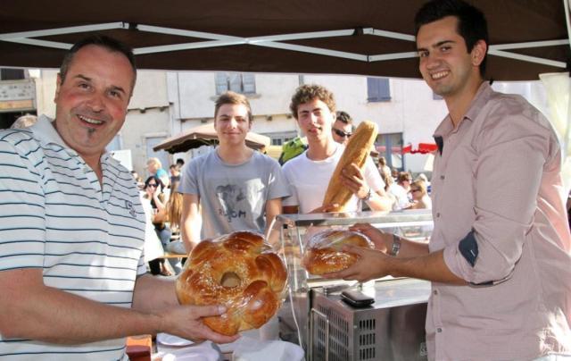 fouace traditionnelle vendue dans les marchés publics des villages de l'Aveyron