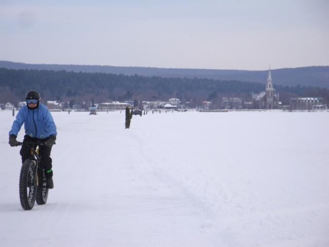 Ou sur le pont de glace qui traverse la baie - photo Madeleine