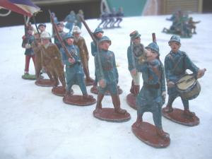 jouet-ancien-12-soldats-de-plomb-creux-1930-guerre-14-18-le-defile-3583404