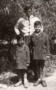 En Tunisie, T-Bear  et ses 2 frères, juste avant la mort de son frère ainé