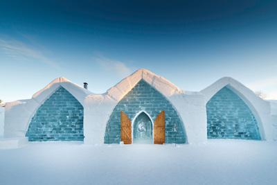 entrées de l'hôtel de glace  de Québec, un super igloo de luxe