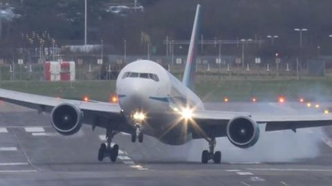 impressionnant-atterrissage_6nyqr_311rw1