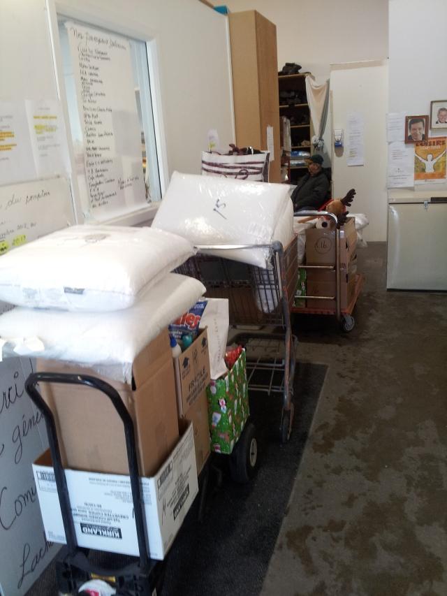 Paniers chariots de Noël au Comité d'aide au Lachenois - T-Bear