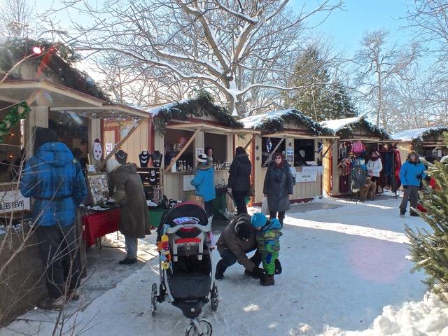en décembre 2014, au marché de Noël, la neige était bien au rendez-vous et il y en avait en masse.