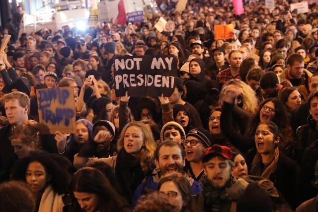 7785696570_new-york-des-milliers-de-manifestants-sont-descendus-dans-les-rues-pour-protester-apres-l-election-de-donald-trump